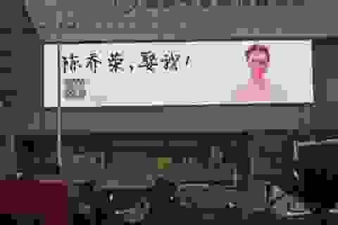 Thiếu nữ mua biển quảng cáo khắp thành phố cầu hôn