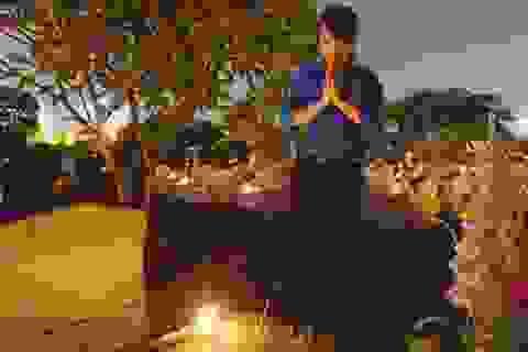 Thanh niên Hà Nội thắp nến tri ân anh hùng liệt sĩ tại nghĩa trang Mai Dịch