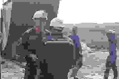 """Vụ bục nước lò than: """"Chúng tôi tìm đồng nghiệp trong hi vọng anh ấy còn sống"""""""
