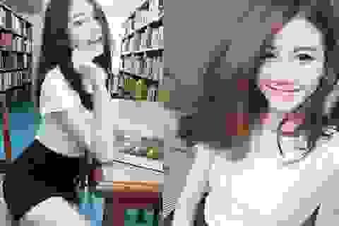 Tạo dáng trong thư viện, nữ sinh Thái Lan bất ngờ nổi tiếng