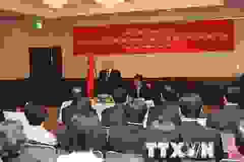 Tổng Bí thư gặp cán bộ, nhân viên Đại sứ quán và bà con Việt kiều