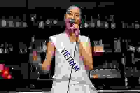 Thúy Vân tự tin trổ tài ca hát trong cuộc thi Hoa hậu quốc tế