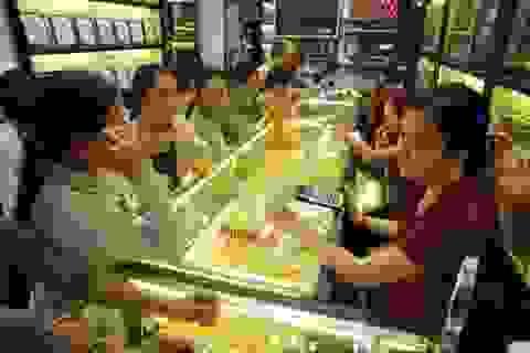Vàng thế giới chạm đáy gần 6 năm, vàng SJC đắt hơn 4,3 triệu đồng/lượng