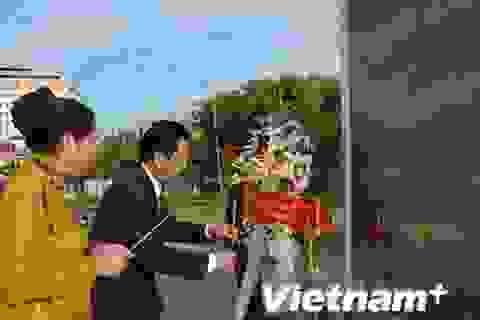 Kiều bào tri ân liệt sỹ quân tình nguyện Việt Nam tại Campuchia