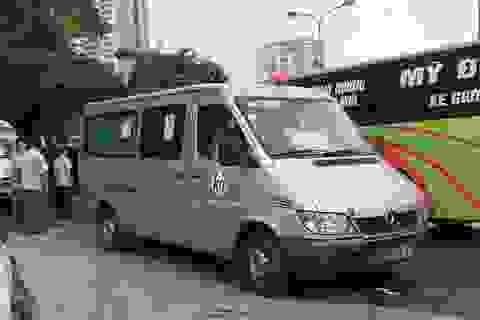 Hà Nội: Xe vi phạm bị thu phù hiệu vẫn ngang nhiên chạy trên phố