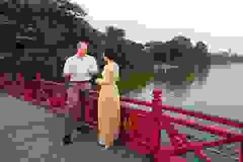 Hoàng tử William thăm đền Ngọc Sơn