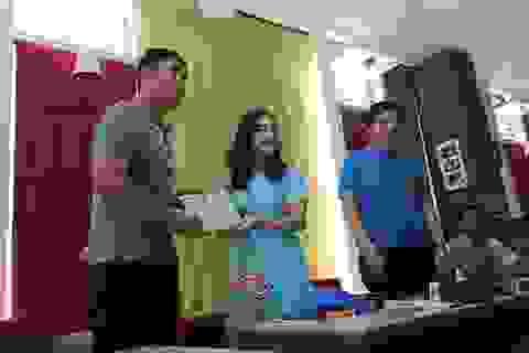 Đại sứ Việt Nam tại Myanmar thăm, động viên tinh thần thầy trò HLV Hữu Thắng