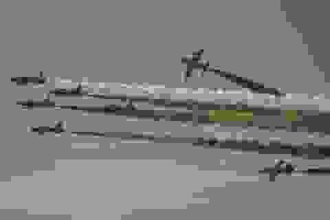 """Máy bay """"làm xiếc"""" trên bầu trời Trung Đông"""