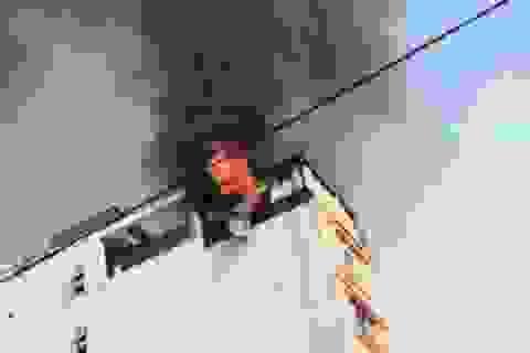 Cháy khách sạn 8 tầng, hàng chục người hoảng loạn tháo chạy