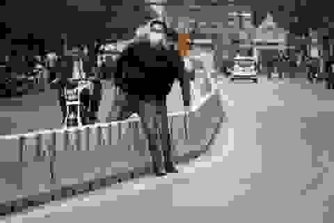 """Đi bộ đúng đường - """"nhiệm vụ bất khả thi"""" của người Hà Nội"""