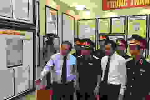 """Trưng bày tư liệu """"Hoàng Sa, Trường Sa của Việt Nam - Những bằng chứng lịch sử và pháp lý"""""""
