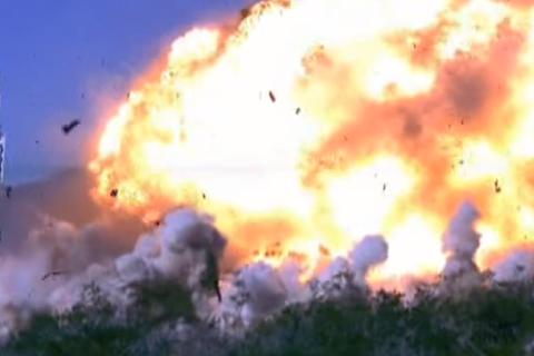 """Mỹ thử nghiệm tên lửa thông minh từ """"pháo đài bay"""" B-52"""