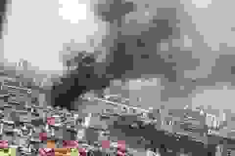 Hà Nội: Cháy lớn tại kho hàng trên đường Trường Chinh