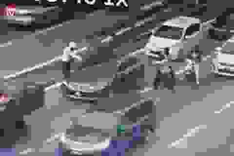 Malaysia sốc với clip ghi cảnh chủ nợ bị bắn 16 phát đạn