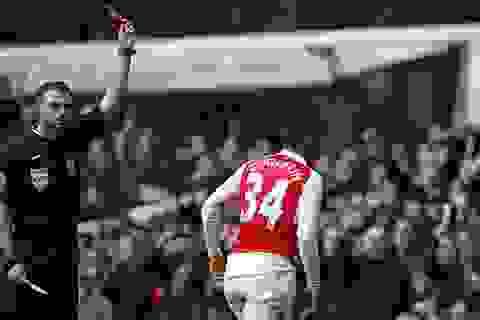 10 người Arsenal cầm hòa Tottenham