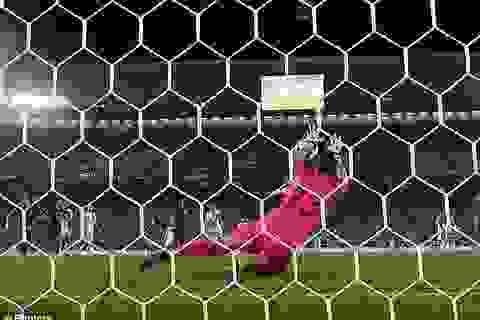 Modric chỉ điểm để Subasic cản phá quả phạt đền của Ramos