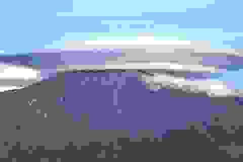 Đám mây hình đĩa bay khổng lồ trên đỉnh núi ở Italia