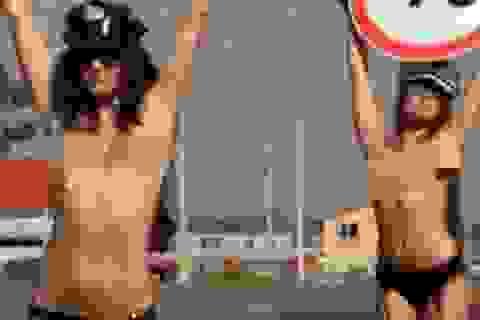 Nga: Dùng thiếu nữ ngực trần để giảm tai nạn giao thông