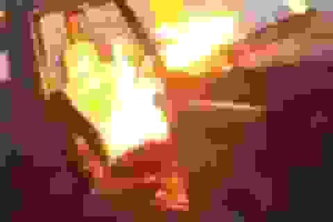 Chán đời, thiếu gia nhà giàu Anh đốt xe 2,4 tỉ