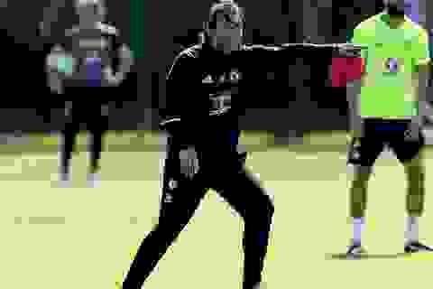 Conte đầy nhiệt huyết trên sân tập của Chelsea