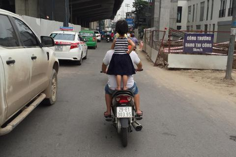 Đừng chiều con trẻ vô lối khi tham gia giao thông