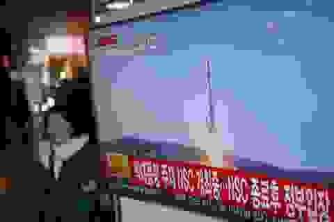 Ông Kim Jong-un xuất hiện trong video Triều Tiên phóng vệ tinh