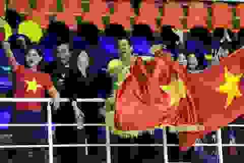 Cổ động viên Việt Nam ngây ngất với tấm vé World Cup