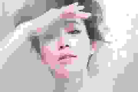 """Lee Min Jung tái xuất sau scandal """"ngoại tình"""" của ông xã"""
