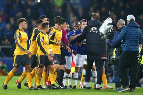Nhìn lại thất bại cay đắng của Arsenal trên sân Everton