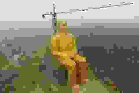 Tượng Mao Trạch Đông khổng lồ bất ngờ bị phá hủy