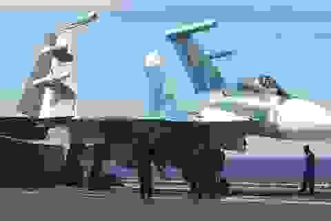 Tàu sân bay, tàu khu trục Nga phô diễn sức mạnh ngoài khơi Syria