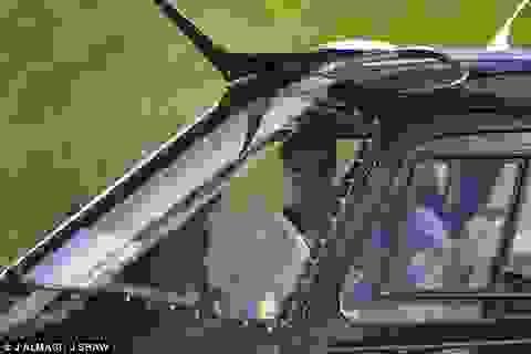 53 tuổi, Tom Cruise vẫn phong độ trong buổi tập lái máy bay