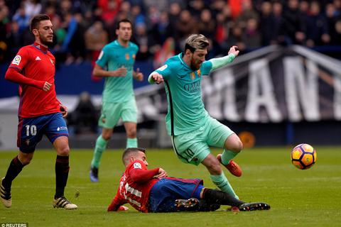 Osasuna 0-3 Barcelona: Cú đúp của Messi