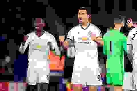 Ibra ghi bàn muộn, MU đánh bại Crystal Palace