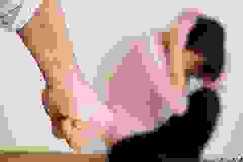 Phát bệnh tâm thần vì bị chồng hành hạ