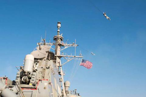 """Thế giới 360 độ tuần qua: Máy bay chiến đấu Nga """"vờn"""" tàu chiến Mỹ trên biển"""