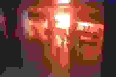 Khoảnh khắc kẻ tấn công kích hoạt thiết bị nổ tại sân bay ở Thổ Nhĩ Kỳ