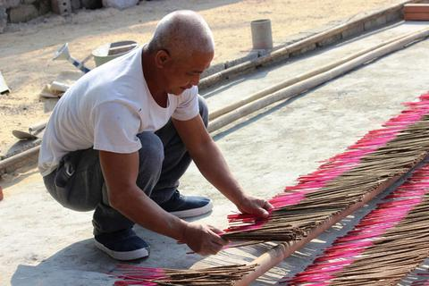 Cứu làng nghề làm hương hơn 500 năm tuổi
