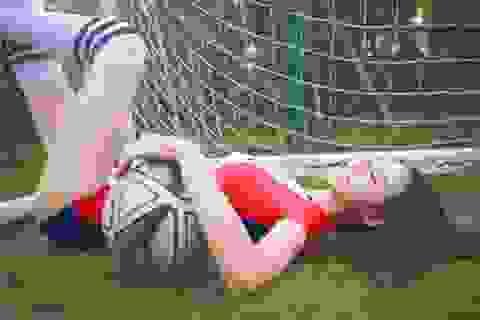 Hot girl lai khoe chân dài miên man ủng hộ tuyển Pháp