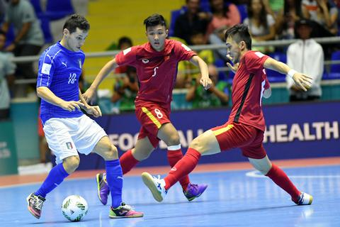 Việt Nam 0-2 Italia: Thầy trò HLV Bruno Garcia giành vé vào vòng 1/8