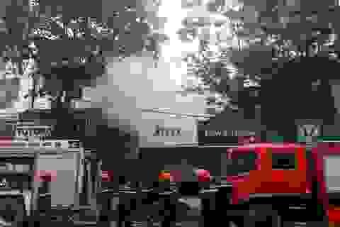 Cháy quán cơm trên phố Bà Triệu, thực khách hoảng loạn tháo chạy