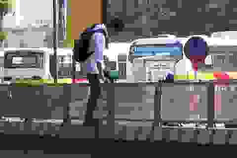 Thói quen sang đường liều mạng của người đi bộ ở Hà Nội