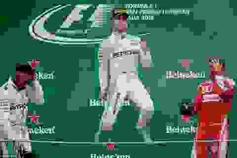 Rosberg thắng dễ trong ngày Hamilton phạm sai lầm