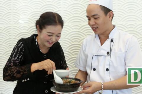 Bếp Ngon: NSƯT Thanh Loan vào bếp cùng món đuôi bò hầm thuốc bắc