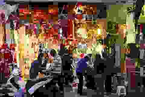 Rực rỡ sắc màu Noel trên phố cổ Hà Nội