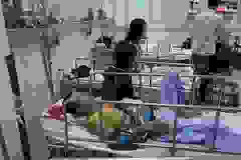 Sập nhà văn hóa,  9 người bị thương nặng
