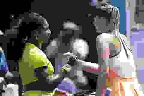 """Serena Williams dễ dàng đè bẹp """"búp bê"""" Sharapova"""