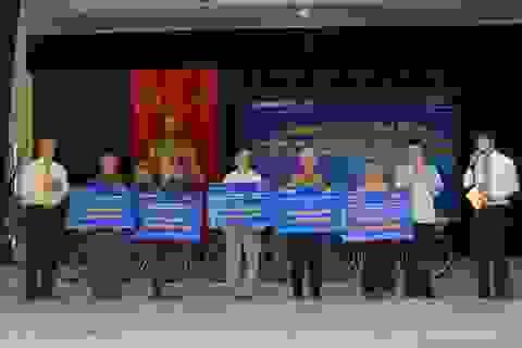 Ninh Bình: Hàng nghìn người dân được nhận quà và khám bệnh miễn phí