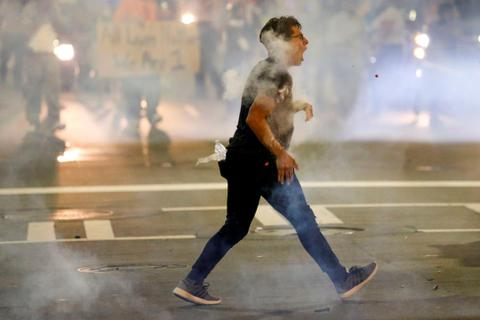 Thành phố Mỹ chìm trong bạo loạn sau vụ cảnh sát bắn chết người da đen