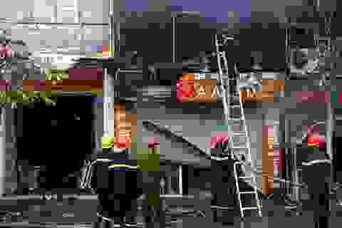 Hà Nội: Cháy lớn thiêu rụi nhiều nhà mặt phố sáng mùng 4 Tết